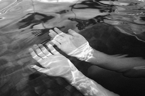 black-and-white-hands-photo-water-Favim.com-353072