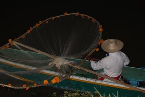 pescador mariposa en Patzcuaro foto julie sopetran