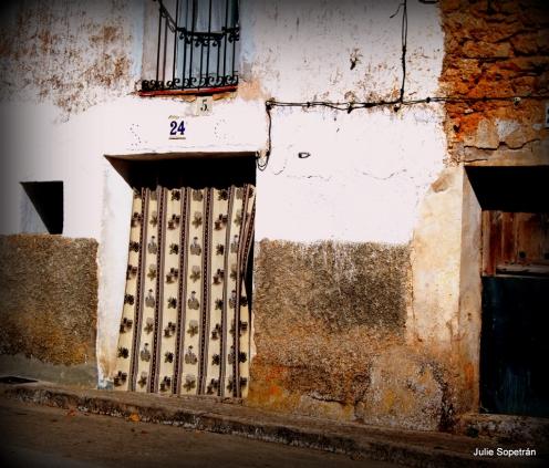 Una fachada de casa vieja